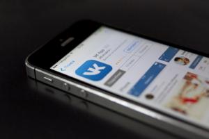 «ВКонтакте» запустила новую версию приложения. Теперь с его помощью можно вызвать такси и доставку еды