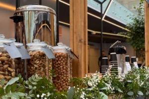 В пространстве «Линии» на Васильевском острове открылся фуд-холл. В числе резидентов — заведения турецкой, итальянской и мексиканской кухни