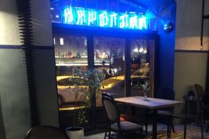 На Воскова открылся бар «Ласточки», в котором будут проводить встречи с сомелье и виноделами