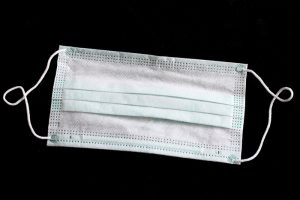 Помогают ли медицинские маски от китайского коронавируса? И можно ли как-то снизить риск заражения?
