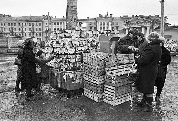 «Здания и инфраструктура разрушаются, вместе с ними — мораль и средний бизнес»: что немецкие газеты и журналы писали про Петербург в 1990-е