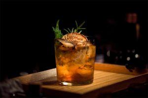 Зачем нужен безалкогольный джин и как мода на осознанность меняет барную индустрию — рассказывает сооснователь El Copitas Bar