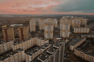 Варламов написал ироничный пост про «достопримечательности» Шушар. Среди них пустыри, мусор и бродячие собаки