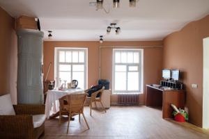 Как жители дома на Крестовском переделали бывшую прачечную в общественное пространство. Теперь там занимаются английским и читают рэп