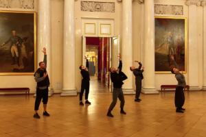 Вышел пятичасовой фильм-прогулка по Эрмитажу. Его сняли одним дублем на айфон