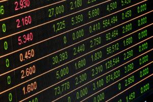 Курс рубля рухнул после открытия торгов на Московской бирже. Доллар и евро обновили показатели 2016 года