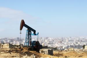 После объявления пандемии курс доллара превысил 74 рубля впервые за четыре года. Цены на нефть продолжают падать. Обновлено
