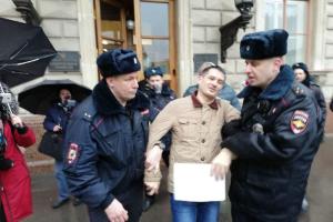 В Петербурге задержали шесть активистов, которые собирались протестовать из-за поправок  в Конституцию