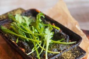 В Петербурге открылся ресторан «Зеленый метр» — с веганскими блюдами европейской и паназиатской кухни