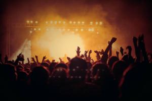 «ВКонтакте» и «Одноклассники» запускают онлайн-трансляции концертов. В числе выступающих — Zivert, «Аффинаж» и Денис Мацуев