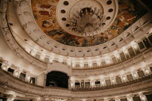 Какие спектакли посмотреть в День театра? Вот онлайн-программа с постановками «Балтийcкого дома» и московского «Современника»