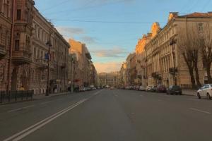 «Никогда не видела этот город таким пустым». Как ограничения из-за коронавируса изменили Петербург и что об этом пишут горожане