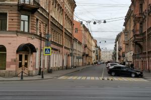 Опустевшие Невский, Литейный и Рубинштейна — так выглядит центр Петербурга во время самоизоляции горожан