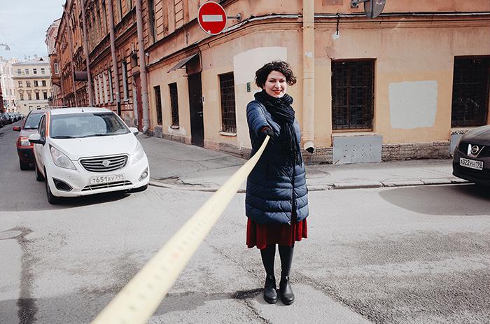 Петербуржец создал фотопроект о социальной дистанции при коронавирусе. Это портреты людей на расстоянии 2 метра и их размышления о пандемии