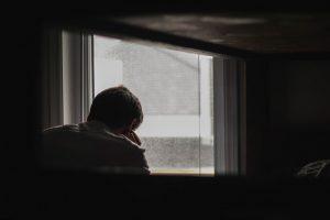 Как перестать паниковать из-за коронавируса и убедить пожилых родственников оставаться дома?