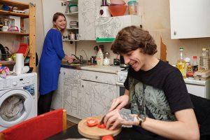 Петербуржцы, живущие с соседями, — о том, как поддерживать отношения в коммуналке 27 лет и вместе устраивать домашние конференции и концерты