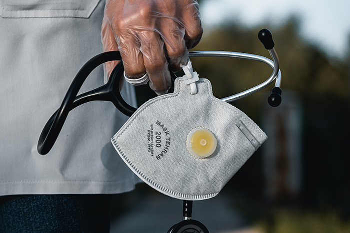 Я хочу помочь врачам во время пандемии коронавируса. Как это сделать?