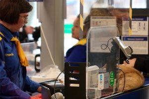 «Лента» приняла меры безопасности из-за коронавируса. Покупатели могут воспользоваться дезинфектором и бесплатно добраться домой на такси