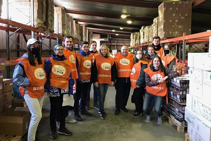 Как петербуржцы помогают пожилым людям во время пандемии? Рассказывает волонтер, который развозит еду и лекарства пенсионерам