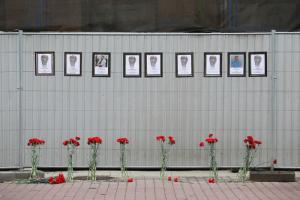 Петербурженка создала мемориал погибшим во время пандемии медикам. Фотография «стены памяти»