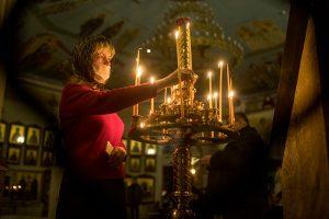 Как в Петербурге праздновали Пасху во время пандемии. Некоторые храмы провели богослужения с прихожанами, несмотря на запрет