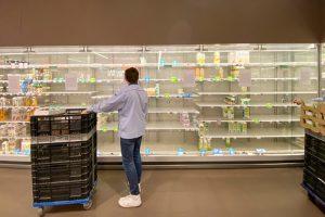 Как во время пандемии обрабатывать продукты из магазина и можно ли использовать самодельные маски? Отвечает Роспотребнадзор
