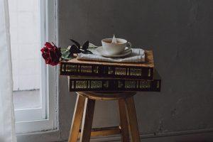Пятнадцать книг, которые дарят чувство умиротворения. Читатели «Бумаги» советуют, что почитать в самоизоляции