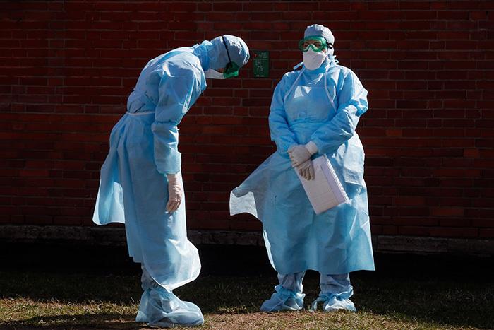 Готов ли Петербург к пику пандемии и что происходит в больницах сейчас? Подробный материал о карантинах, нехватке средств защиты и заболевших врачах