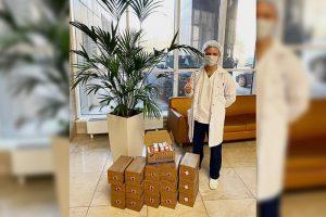 Как петербуржцы поддерживают врачей во время пандемии — флешмобы, горячие обеды и пошив масок