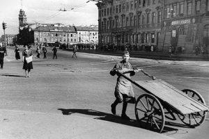 «Зелень едва пробивается, а по кладбищу ходят женщины и собирают крапиву». 9 мая 1942 года — в дневниках ленинградцев