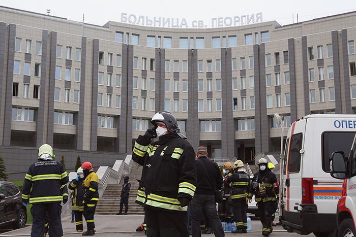 Из-за пожара в больнице Святого Георгия погибли пять человек. Почему загорелся аппарат ИВЛ — три версии и главное о производителе