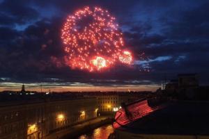 В Петербурге 9 мая праздничный салют пройдет без фейерверка