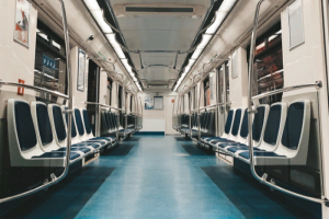 С 12 мая пассажиропоток в метро Петербурга вырос более чем на 100 тысяч в сутки