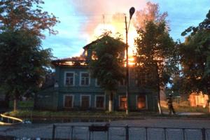 СК просит отстранить главу Новой Ладоги, где сгорели несколько памятников архитектуры