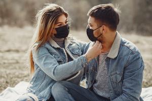 Мои друзья и близкие до сих пор не верят, что коронавирус опасен. Как их переубедить? Инструкция