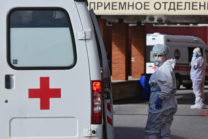 Петербургские медики до сих пор не получили все положенные надбавки за работу с больными COVID-19. Как и почему это происходит