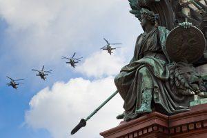 Каким будет День Победы без парада на Дворцовой. Полет истребителей, «Бессмертный полк» онлайн и фейерверки