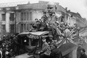 Как в Петербурге разных лет праздновали Первомай? Показываем фотографии демонстраций, маршей и митингов с 1917 по 2019 годы