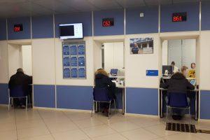 Петербурженка больше месяца не может получить пособие по безработице из-за путаницы с документами. У нее двое детей