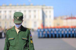 Как на Дворцовой площади репетируют парад Победы во время пандемии. Четыре фото