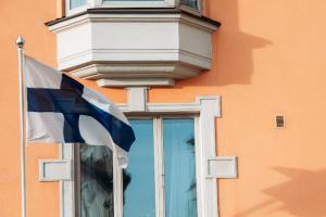 Границу с Финляндией могут открыть до начала августа, заявил Дрозденко