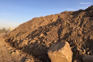 У Финского залива обнаружили свалку строительных отходов с площадки разрушенного СКК. Концессионер говорит, что там проводят лабораторные исследования