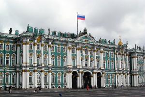 На Дворцовой площади пройдут три репетиции парада Победы. Некоторые дороги в центре перекроют