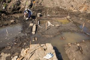 На заброшенном Митрофаньевском кладбище обнаружили фундамент старинной часовни