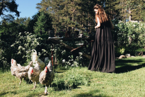Дизайнер из Петербурга создала коллекцию платьев, посвященных природе. Часть средств от продажи направят в «Упсала-Цирк»