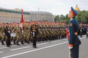 Как в Петербурге пройдет парад Победы. Тысячи военных на Дворцовой, памятные акции и перекрытый Невский