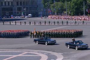 На Дворцовой площади в Петербурге начался парад Победы. Вот трансляция