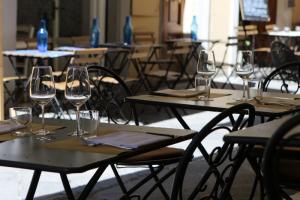 Петербургским рестораторам пообещали в упрощенном порядке выдавать разрешения на открытие летних кафе