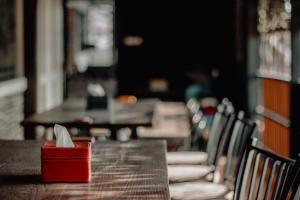 В Петербурге предприниматели подали 120 заявок на открытие летних кафе в упрощенном порядке — в первый день приема