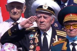 На параде в Петербурге заметили ветерана с орденом «Победа». Награда оказалась копией, врученной «Союзом советских офицеров»